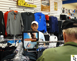 Flickr slideshow of the Dec 3rd est run of Mizuno Breathe Thermo clothing at the Garry Gribbles store.