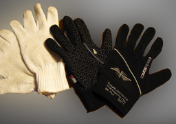 Photo of the New Balance winter gloves alongside a plain woolen glove.