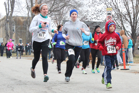 Photo of runners approaching the finish of the Thanksgiving Day Run.
