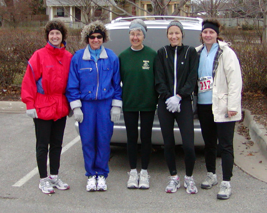 photos of the winning womens relay team in the 2006 Brew to Brew relay